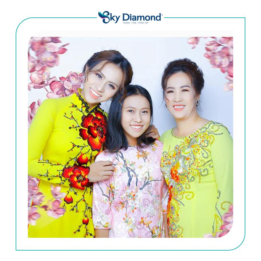 Con gái Trương Diễm là người động viên, ủng hộ mẹ đi làm đẹp