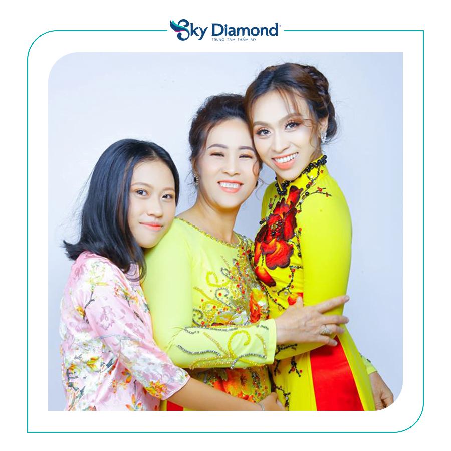 Khoảnh khắc 3 mẹ con xinh đẹp là kỷ niệm đáng nhớ